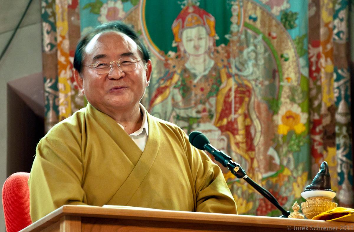 Qu'est-ce qu'un maître ? - Page 2 Sogyal-Rinpoche-at-Garrison